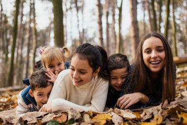 In der Schweiz leben fast 20'000 Kinder in Pflegefamilien und Heimen